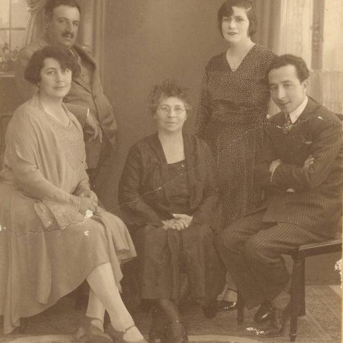 Φωτογραφία του Δ. Στεφανόπουλου με μέλη της οικογένειάς του και τον �