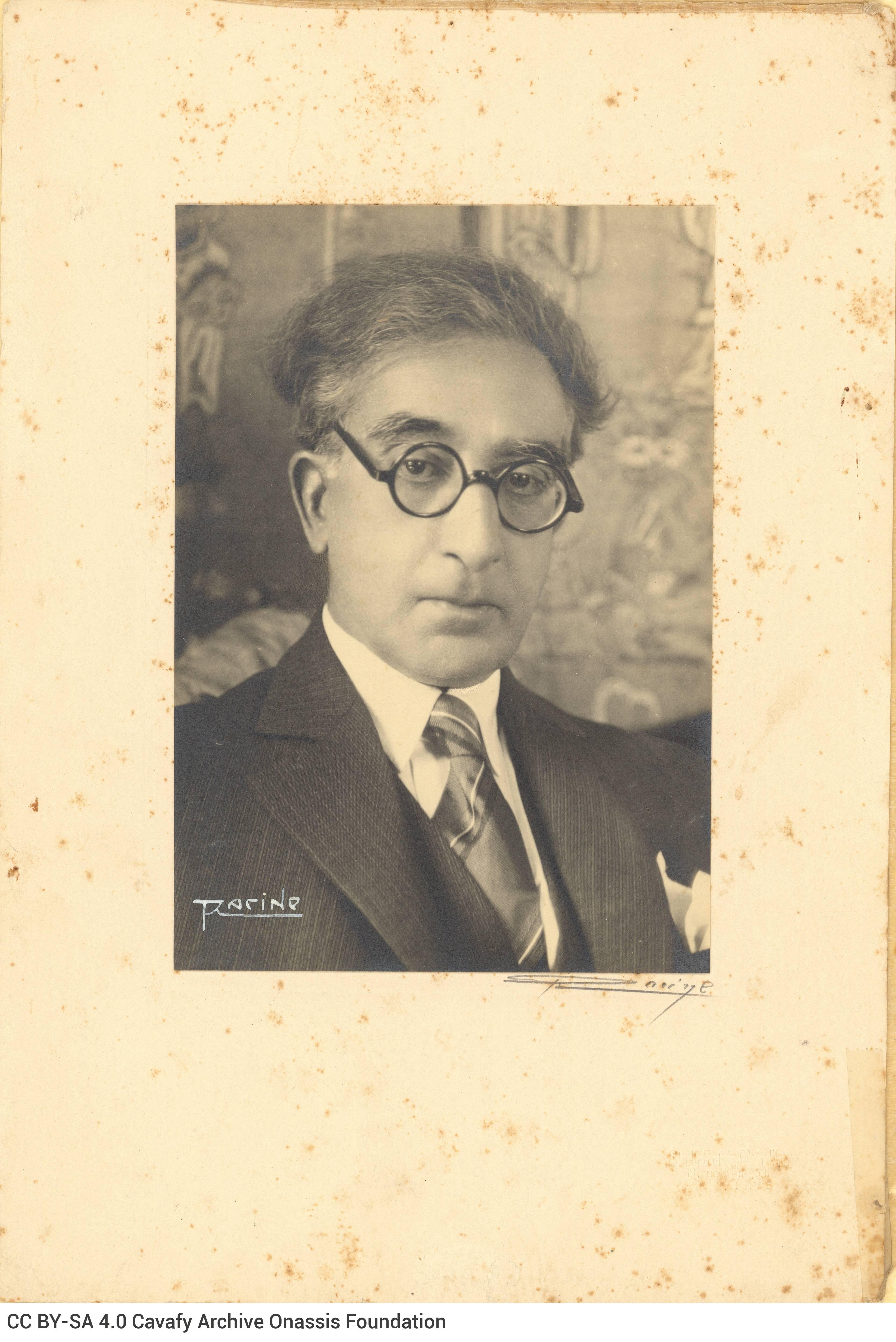 Φωτογραφικό πορτρέτο του Καβάφη σε ώριμη ηλικία, σε δύο αντίγραφα επ
